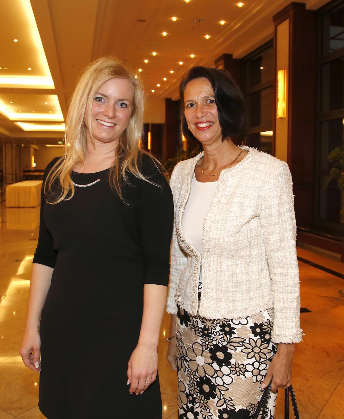 Christina Riess, I.E. Christine Schraner Burgener (Botschafterin Schweiz) bei der Ambassadors Club Veranstaltung -Women for Peace- im MARITIM Hotel berlin.