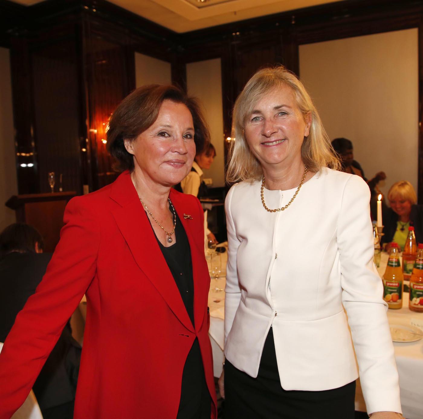 Chantal Behncke (Ehrenmitglied Ambassadors Club) , I.E. Marie Gervais-Vidricaire (Botschafterin Kanada) bei der Ambassadors Club Veranstaltung -Women for Peace- im MARITIM Hotel berlin.
