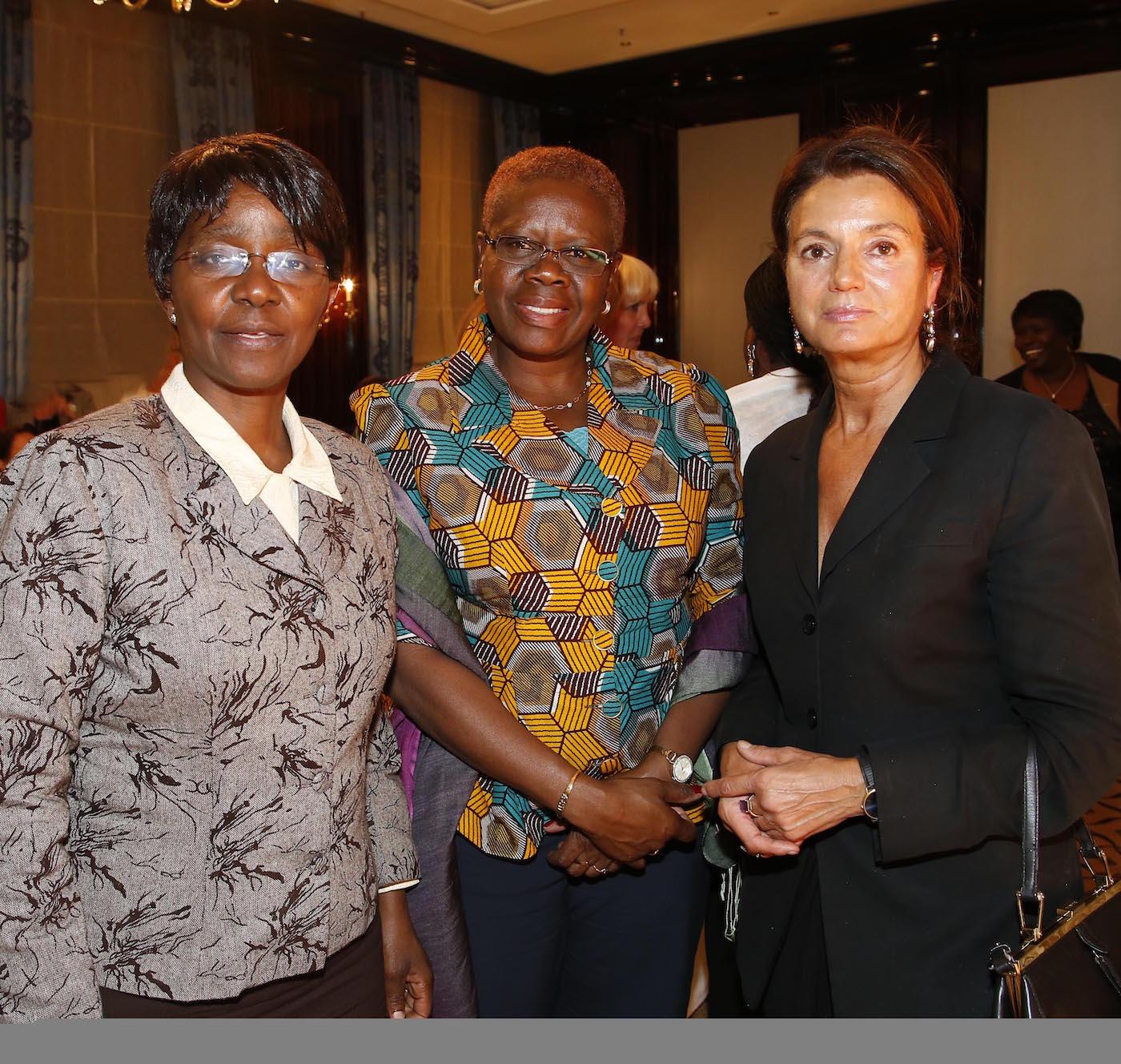 I.E. Ruth Masodzi Chikwira (Botschafterin Simbabwe), I.E. Akua Sena Dansua (Botschafterin Ghana), Prof. Dr. Margarita Mathiopoulos bei der Ambassadors Club Veranstaltung -Women for Peace- im MARITIM Hotel Berlin.