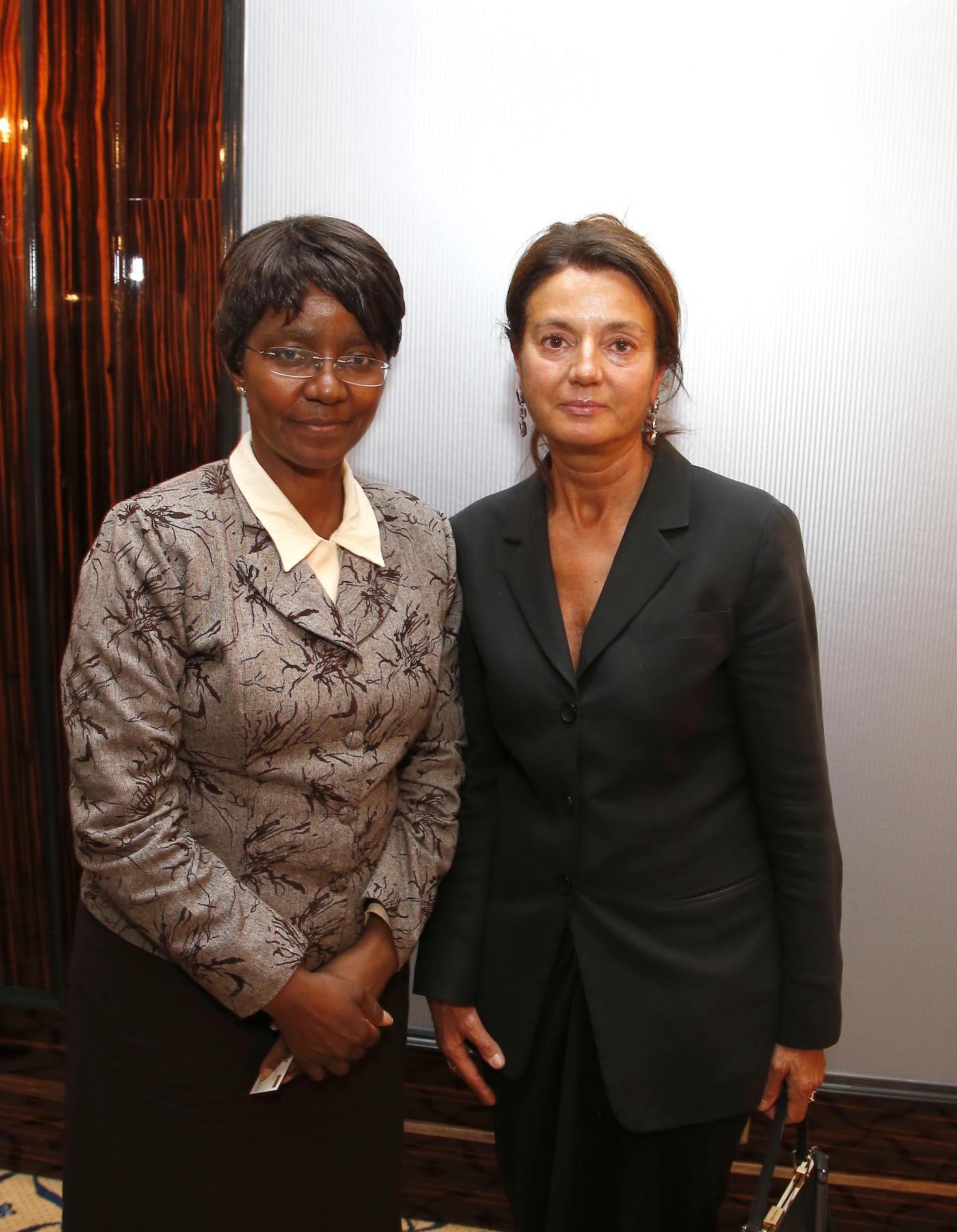 I.E. Ruth Masodzi Chikwira (Botschafterin Simbabwe), Prof. Dr. Margarita Mathiopoulos bei der Ambassadors Club Veranstaltung -Women for Peace- im MARITIM Hotel Berlin.