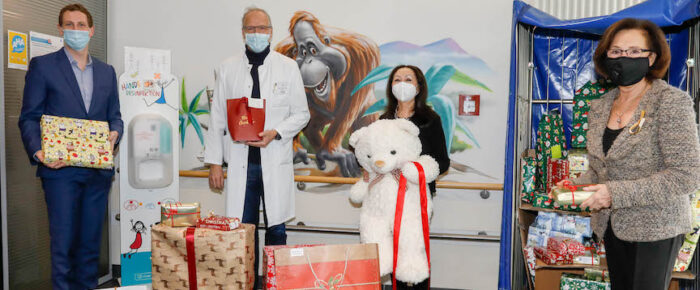 Ambassadors donate gifts for children of the SANA Clinic Berlin-Lichtenberg